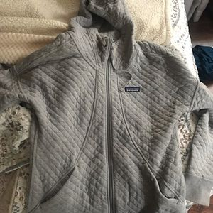Like new gray Patagonia quilted sweatshirt